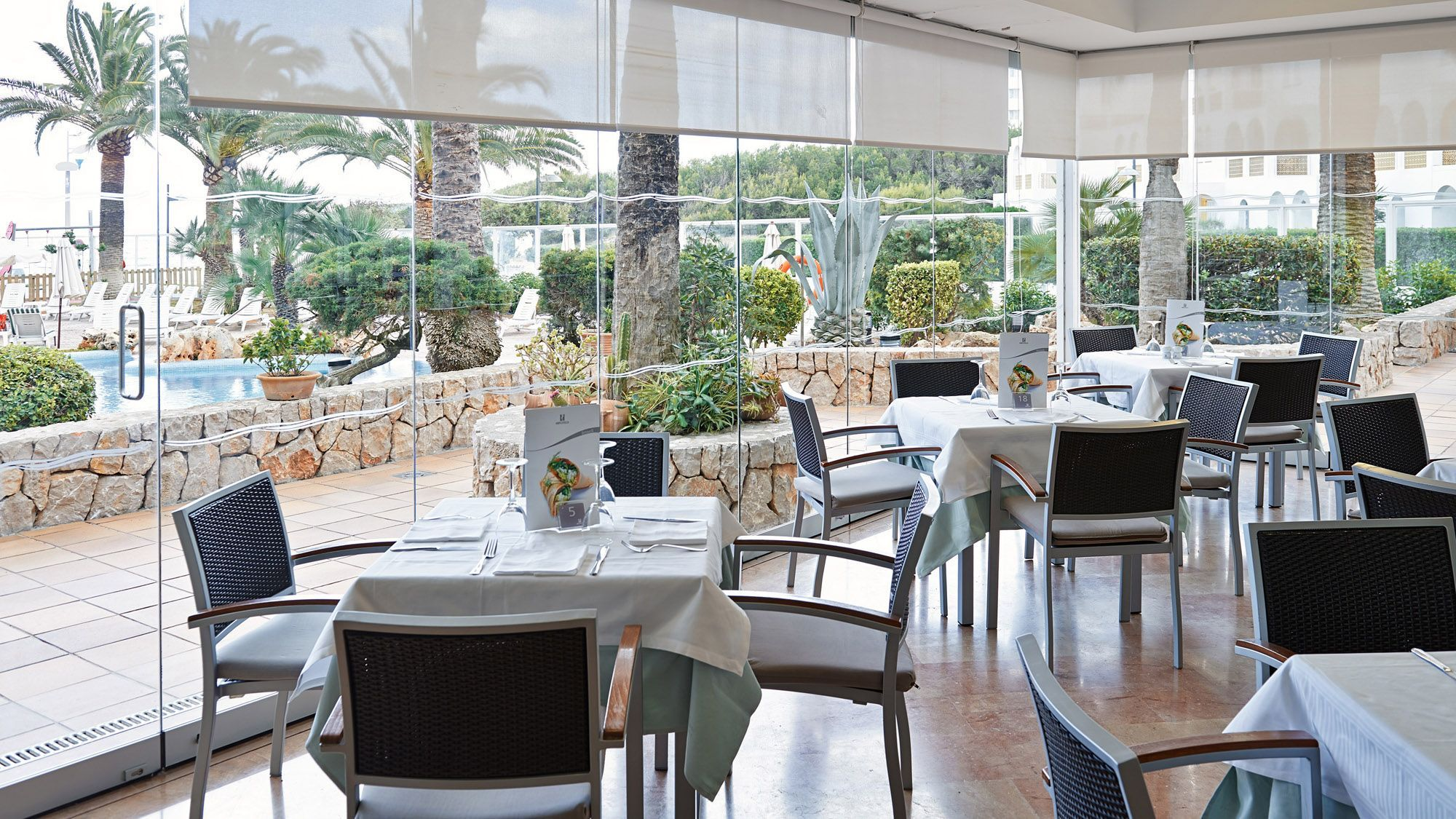 Hipotels dunas cala millor photo gallery majorca for Terrace bar menu