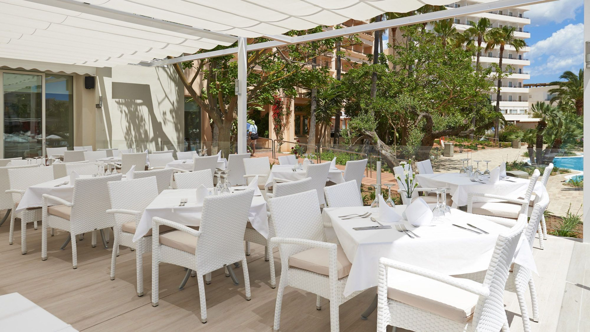 Hipotels said photo gallery majorca for Terrace hotel restaurant