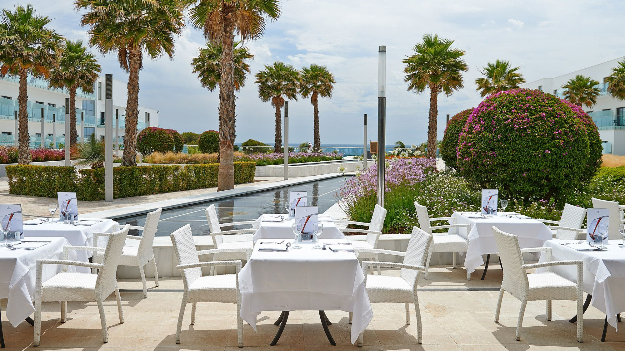 Hipotels gran conil spa photo gallery cadiz for Restaurant with terrace