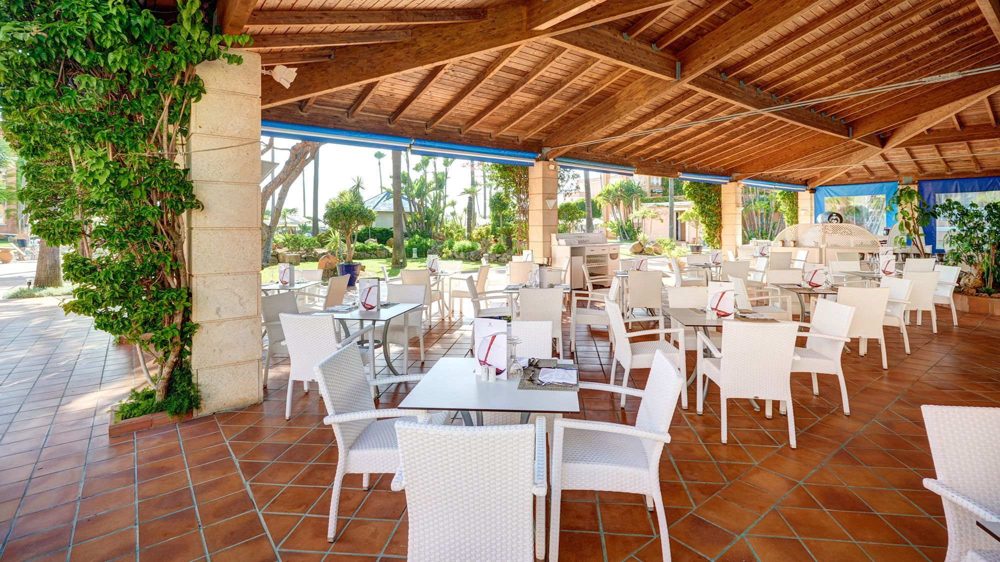 Hipotels barrosa park photo gallery cadiz for Terrace on the park restaurant