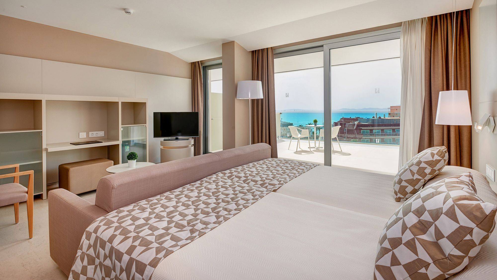Zimmer des hotels hipotels gran playa de palma mallorca for Hotels in warnemunde mit meerblick